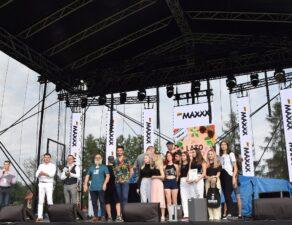 Zwycięzcy z jury podczas wręczania nagród w Przeglądzie Gorlickiej Młodzieży