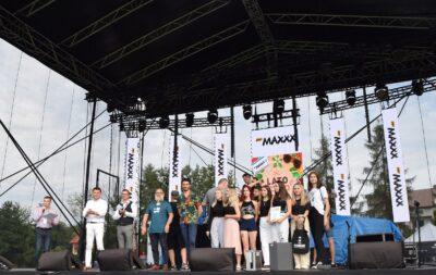Zwycięzcy zjury podczas wręczania nagród wPrzeglądzie Gorlickiej Młodzieży
